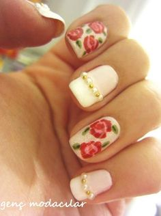 Love these shabby chic nails