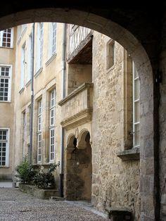 Limoges - Rue du Temple by fred_v, via Flickr