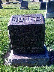 Famille Bones = Os...