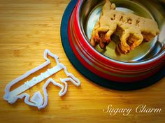 Personalized Retriever cookies Retriever cookie by SugaryCharm Treat Yourself, Make It Yourself, Dog Cookie Cutters, Personalized Cookies, Dog Cookies, Homemade Dog Treats, Dog Names, Pet Supplies, Waffles