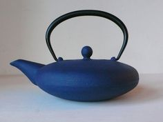 Royal Blue Cast Iron Enamel Japanese Stove Top Tea Pot from FrancFrancis