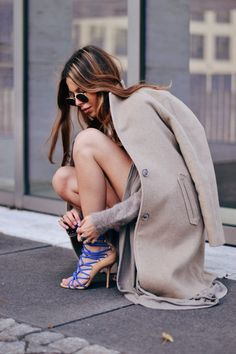 Love the outfit paired with those shoes - classy Denim Mantel, Look Fashion, Winter Fashion, Womens Fashion, Fashion Trends, Fashion 2014, Fashion Styles, Street Fashion, Street Style