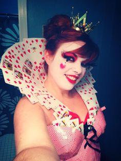 Homemade Queen Of Hearts Card Costume Queen of hearts diy costume Halloween Queen, Halloween 2014, Halloween Make Up, Halloween Party, Halloween Ideas, Red Queen Costume, Queen Of Hearts Costume, Card Costume, Costume Makeup
