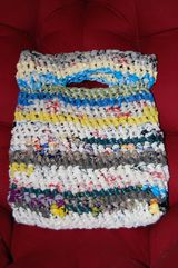 Crochet with plastic bags! This is the perfect bag for bringing home wet bathing suits from the lake!