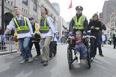 Explosões deixam mortos e feridos em maratona de Boston Dupla explosão deixou vítimas perto da linha de chegada