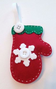 39 Brilliant Ideas How To Use Felt Ornaments For Christmas Tree Decoration 37