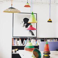 la cana el mimbre y el rattan – Life ideas Basket Lighting, Cool Lighting, Rattan, Wicker, Everything Is Illuminated, Diy Lampe, Outdoor Hanging Lights, I Love Lamp, Decoration