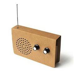 radio de cartón Charity Christmas Gifts, Christmas Gift Guide, Radios, Carton Tv, Green It, Ipod Speakers, Retro, Nachhaltiges Design, Radio Design