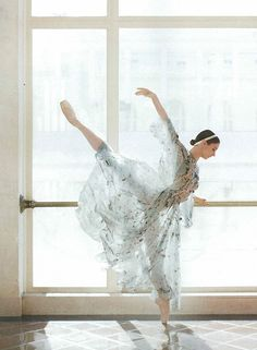 "''First Position'' : Maria Kochetkova from San Francisco Ballet by Abbey Drucker for C California Style Magazine ""la perfección"""