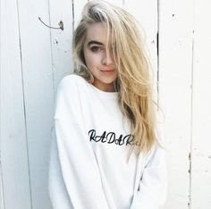 Sabrina Carpenter Style, Sofia Carpenter, Divas, Girl Meets World, Messy Hairstyles, Hairstyle Ideas, Woman Crush, Girl Crushes, Pretty People