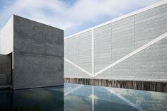 Osaka Prefectural Sayamaike Museum (大阪府立狭山池博物館). / Architect : Tadao Ando (設計:安藤忠雄建築研究所).