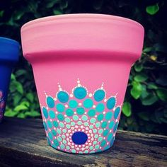 Result of the image of drawings to paint pots Paint Garden Pots, Painted Plant Pots, Painted Flower Pots, Flower Pot Crafts, Clay Pot Crafts, Diy And Crafts, Pottery Painting, Dot Painting, Flower Pot Design