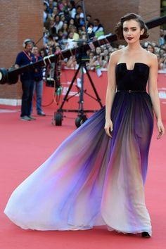 Лили Коллинз в Elie Saab на премьере «С любовью, Рози» в Риме
