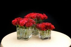 Centre de table moderne Wedding Table Centres, Wedding Table Centerpieces, Flowers For Valentines Day, Flower Subscription, Table Centers, Blossom Flower, Red Roses, Glass Vase, Wedding Flowers