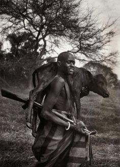Pastor armado com kalashnikov, Sudão,  Kulkuei, (Cortesia Sebastião Salgado)
