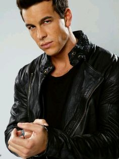 Detective Tony Scavetti (Mario Casas), he lead detective on the Trish Cowens case. Lambskin Leather, Leather Men, Leather Jacket, Cargo Jacket Outfit, Shirt Jacket, Celebrity Outfits, Celebrity Style, Jacket Pins, Jacket Style