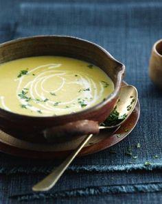 Witloofsoep met zoete aardappel en kokosmelk http://njam.tv/recepten/witloofsoep-met-zoete-aardappel-en-kokosmelk