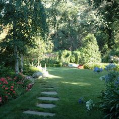 Outdoor Photos Curved Lawn Design, Pictures, Remodel, Decor and Ideas - page 2