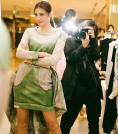 "Moschino on Instagram: ""Moschino @itsringring photo @rockykao456 #moschino @itsjeremyscott Hair Style: @dary_shih @redcorner_hair @bluebelltw"" Moschino, Chic, Hair Styles, Instagram, Shabby Chic, Hair Plait Styles, Elegant, Hair Makeup, Hairdos"