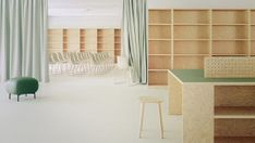 Drei Farben Blau - DEAR Büro - Projekte | dear-magazin.de Shelves, Building, Room, Furniture, Home Decor, Reinforced Concrete, Mesh Fencing, Ground Floor, Interior Home Decoration