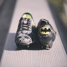 Batman Cleats Soccer Boots, Football Shoes, Women's Football, Messi Soccer, Nike Soccer, Basketball, Souliers Nike, Drake, Rugby Girls