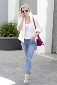 Reese Witherspoon to Sarah Jessica Parker: I Love You & Your Shoe Line!: Photo Reese Witherspoon is all style in a chic white blazer while leaving an office building on Friday (March in Beverly Hills, Calif. 2014 Trends, Girl Outfits, Fashion Outfits, Fashion Trends, Style Fashion, Casual Outfits, Reese Witherspoon Style, Street Style, Blue Skinny Jeans
