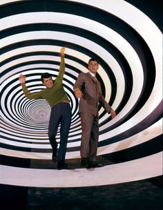 James Darren and Robert Colbert in The Time Tunnel 15 Sci Fi TV Shows You… Photo Vintage, Vintage Tv, Science Fiction, Christopher Eccleston, Art Pulp, Tv Retro, 60s Tv, The Time Tunnel, Cinema Tv