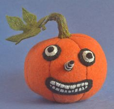 This little felted pumpkin was inspired by vintage jack-o-lanterns.