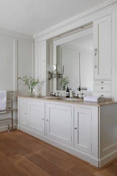 When the current owners viewed this eighteenth-century former rectory in Oxfordshire, it was love at first sight and with the help of decorator Emma Sims-Hilditch they have made the interiors their own. Wooden Bathroom, Bathroom Rugs, Master Bathroom, Vanity Bathroom, Neptune Bathroom, Barn Bathroom, Mirror Vanity, Funny Bathroom, Bathroom Cabinets