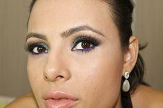 Maquiagem verde e roxa inspirada nas cores do pavão,