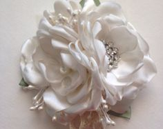 Ramillete de flores ramillete Pin - crema con hojas de salvia - tela, pasador flor de tela, flores hechas a mano, marfil, blanco, madre de la novia