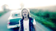 Jonne Aaron - Yksin (virallinen musiikkivideo)