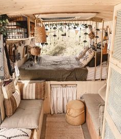 Van Home: 10 Tips On How To Make Your Camper Feel Like Home Van Conversion Interior, Camper Van Conversion Diy, Van Interior, Interior Design, Bus Living, Tiny House Living, Room Ideas Bedroom, Bedroom Decor, Kombi Home