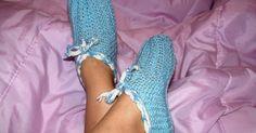 Blog sobre trabalhos manuais, artesanato e receitas. Produtos em crochê, tricô, fuxico e muito mais. Tudo sob encomenda. Yeezy, Lana, Knit Crochet, Adidas Sneakers, Slippers, Shoes, Apollo, Fashion, Knit Shoes