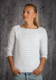 Free knitting recipe for women's blouse with raglan sleeves Hand Knitted Sweaters, Sweater Knitting Patterns, Knit Patterns, Free Knitting, Raglan, Handgestrickte Pullover, Crochet Blouse, Knit Crochet, Blouses For Women