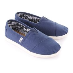 TOMS KIDS Navy Youth Classic Canvass ($35) ❤ liked on Polyvore featuring shoes