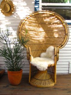 Grand Double Wall Blonde Peacock Chair with Full Floor Curtain ∆∆∆