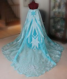 Gorgeous Elsa cape (by reberry cosplay on tumblr)