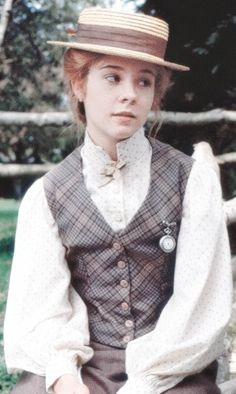 Who doesn't love Ann of Green Gables? And she looks so pretty in that outfit too!