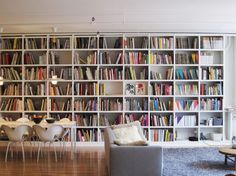 I'm going to need a bookshelf wall like this when I have my own house.