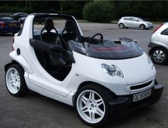 Smart Crossblade White! Small Electric Cars, Electric Car Concept, Smart Crossblade, Van 4x4, Smart Roadster, Smart Fortwo, Car Mods, Jeep Cars, City Car