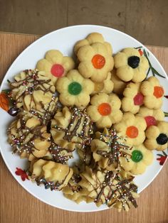 Eggless lemon infused butter biscuits South African Recipes, Black Eyed Peas, Family Meals, Biscuits, Sweet Tooth, Oatmeal, Lemon, Butter, Eat
