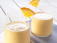 Orange-banana smoothie  • 2.5 dl orange juice  • 1.25 dl yogurt  • 2 bananas into slices, frozen