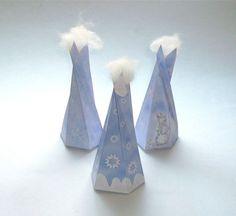 DIY Winter Schnee Box Schachtel hellblau Baumform von PapierSchereStoff auf DaWanda.com