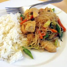 My nice neighbor shared some delicious filipino pancit noodles she made last night. So yummy! Found a recipe that looks similar: Quick and Easy Pancit Recipe Asian Recipes, Healthy Recipes, Ethnic Recipes, Easy Recipes, Food Dishes, Main Dishes, Side Dishes, Pancit Recipe, Chicken And Cabbage