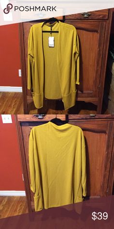 Cardigan, very classic Yellow flowing with fabulous pockets at the bottom Smash Sweaters Cardigans