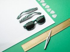 Ray-Ban Remix, une collection qui permet de personnaliser ses lunettes. Set design : Alexis Facca Ray Ban Outlet, Ray Bans, Cosmetics, Sunglasses, Luxury, Set Design, Brussels, Belgium, Paper