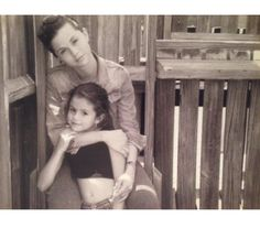 Selena Marie Gomez with her mother Selena Gomez Facts, Estilo Selena Gomez, Selena Gomez Cute, Selena Gomez Pictures, Alex Russo, Cute Celebrities, Celebs, Spy Kids, Childhood Photos