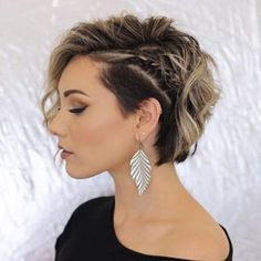 Trending Hairstyles 2019 - Short Layered Hairstyles - EveSteps New year 2019 came with many beautiful hairstyles trends, one of these trends is the short layered hairstyles. Prom Hairstyles For Short Hair, Trending Hairstyles, Short Curly Hair, Bride Hairstyles, Curly Hair Styles, Layered Hairstyles, Short Wavy, Short Pixie, Short Hair With Undercut