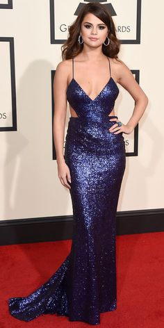 Shop Selena Gomez navy blue cut-out sequin dress at Grammys 2016 for find Selena Gomez dresses and Grammy Awards 2016 red carpet dresses for sale under 200 Selena Gomez Fashion, Selena Gomez Outfits, Vestido Selena Gomez, Style Selena Gomez, Selena Gomez Fotos, Selena Gomez Red Carpet, Selena Gomez Red Dress, Celebrity Red Carpet, Celebrity Dresses